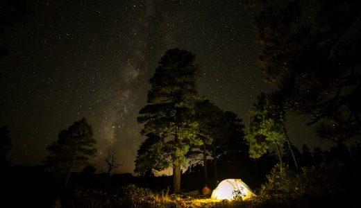 車中泊やキャンプで映画を観る「アウトドアシアター」の方法を紹介いたします。